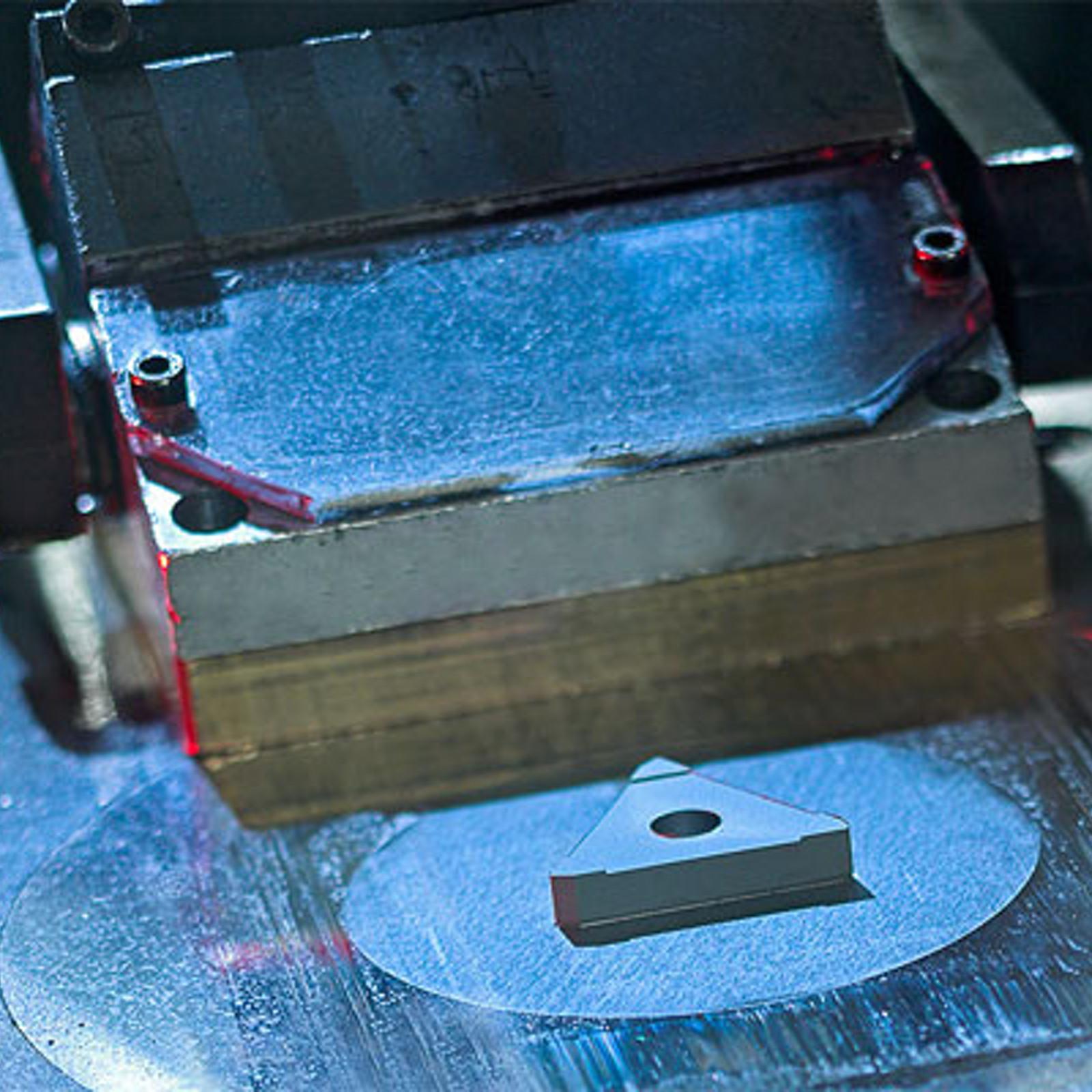 Outils pour la compression de la poudre