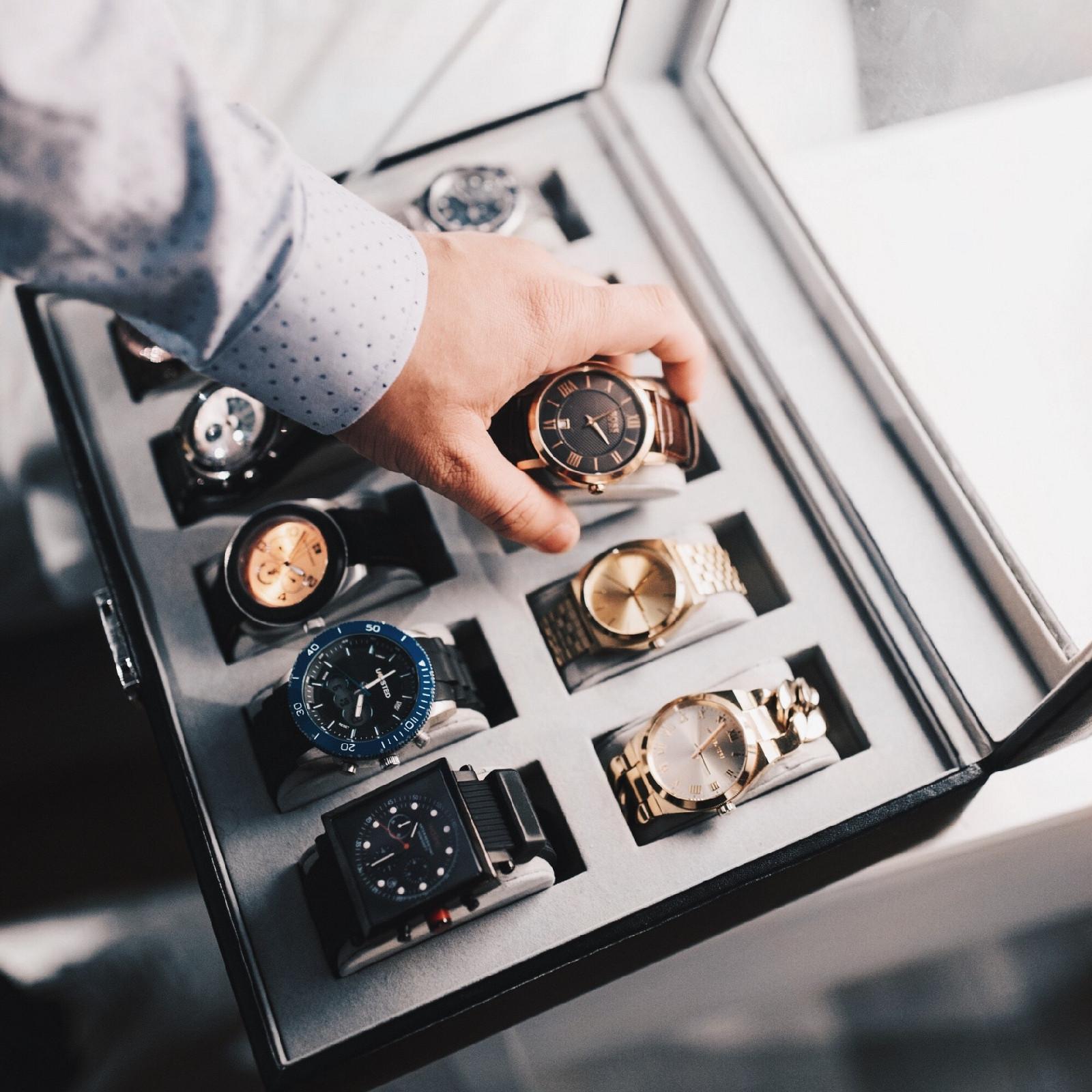 Часы и ювелирные изделия